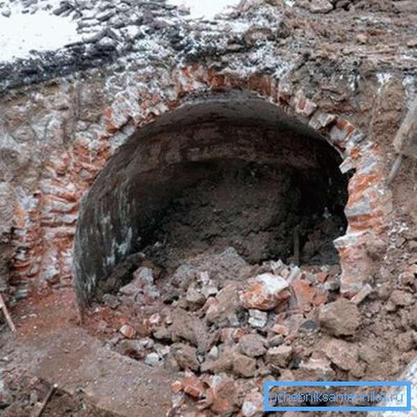 Руины кирпичного коллектора.