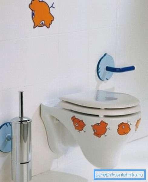 С помощью подвесного унитаза можно обустроить и туалет для детей