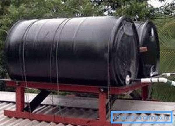 Самодельный резервуар с нагревом от солнечных лучей