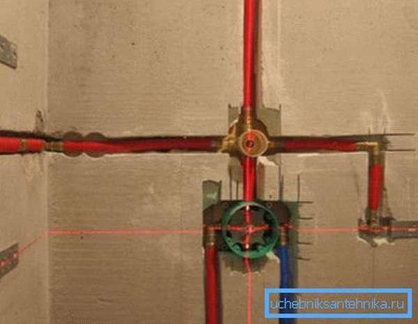 Самостоятельная установка центральной части встроенного смесителя в стену, подвод и отвод от него воды