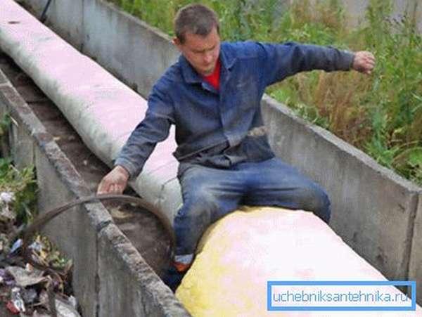 Самостоятельное утепление водопроводных труб на улице