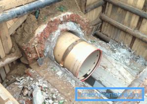 Ремонт канализации путем установки внутрь новой трубы меньшего диаметра