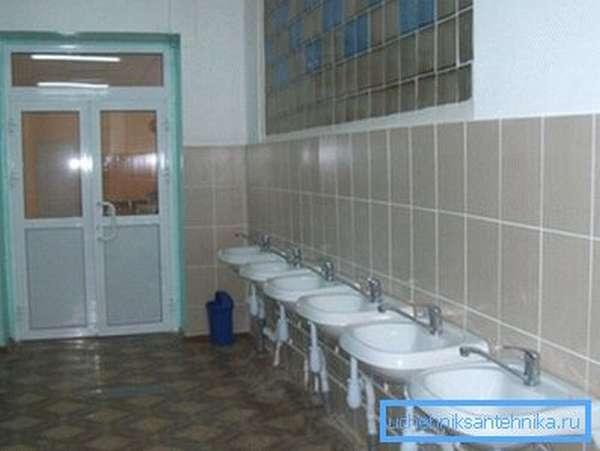 Санузел средней общеобразовательной школы