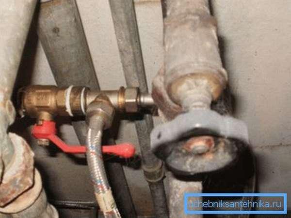 Шаровый кран отлично вписывается не только в новую, но и в старую водопроводную систему