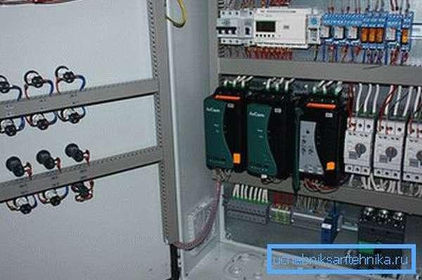 Шкаф управления насосами с устройством плавного пуска
