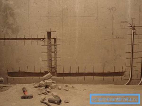 Штробы позволяют увеличить полезное пространство в помещении, спрятав трубопровод в стены