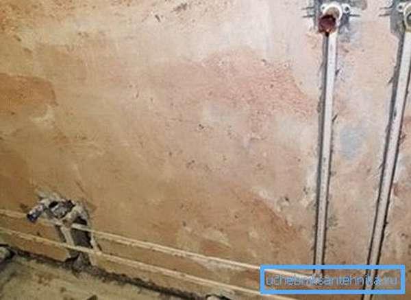 Скрытая прокладка труб водопровода в стене