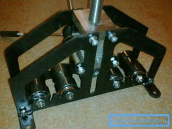 Сложный в исполнении прибор для качественной обработки металлического профиля