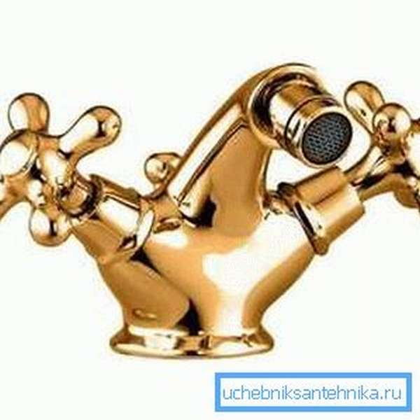 Смеситель для биде из бронзы подойдет для интерьеров, оформляемых в классическом стиле