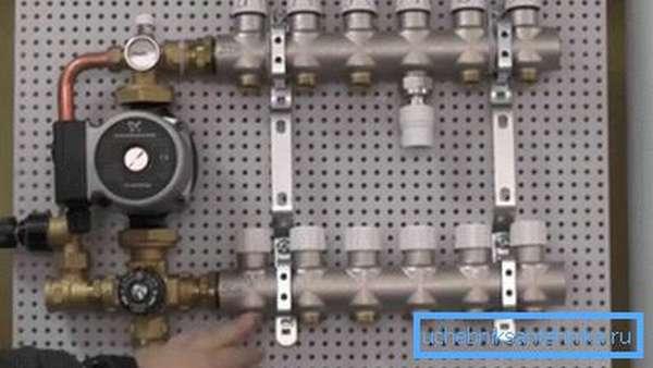 Смесительно-коллекторный модуль заводской сборки.