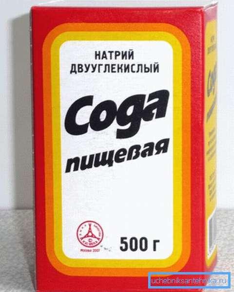 Сода – один из компонентов самодельного раствора, удаляющего следы плесени