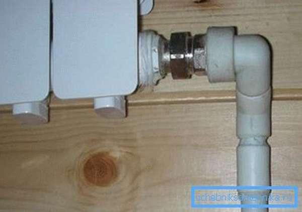 Соединение полимерной трубы с радиатором отопления