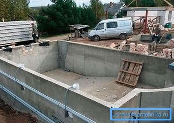 Сооружение бетонного бассейна