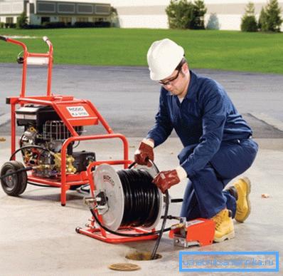 Современное оборудование для гидродинамической чистки может быть вполне компактным.
