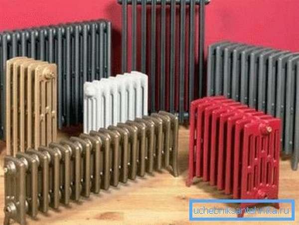 Современные чугунные батареи некоторые производители выпускают с ножками – в качестве напольных радиаторов