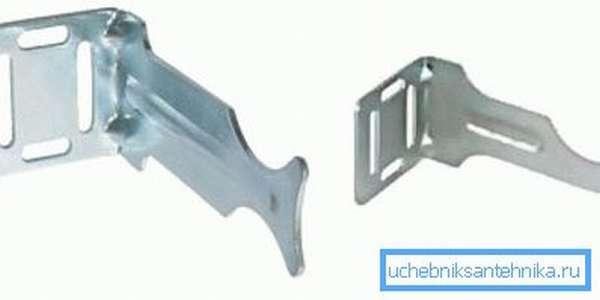 Специализированный крепеж используется для более практичной и надежной установки радиаторов