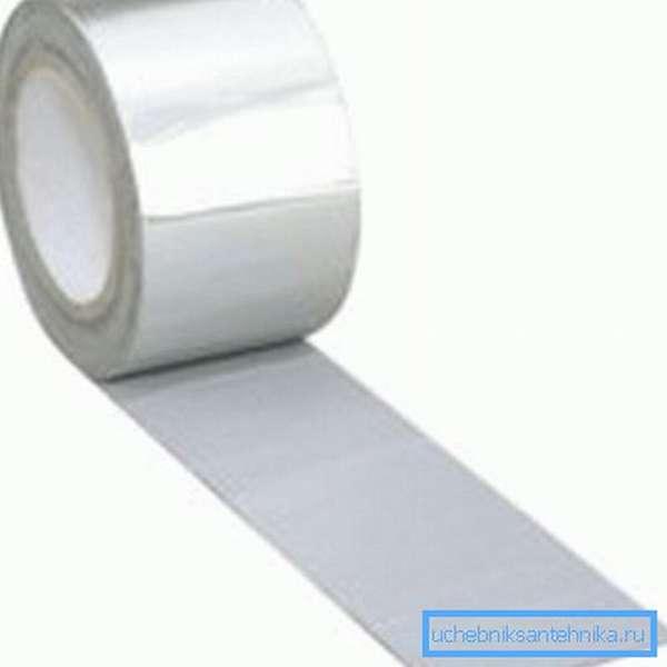 Специальная лента, которая может быть использована для перекрытия мест с трещинами или неровными стыками