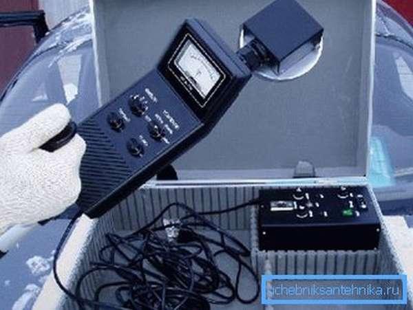 Специальное оборудование, предназначенное для поиска залежей воды в грунте