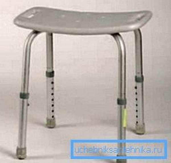 Специальные стульчики используются для пожилых людей и имеют возможность регулировки