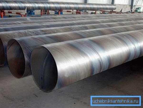 Спиральный шов обеспечивает большую по сравнению с прямым прочность на разрыв.