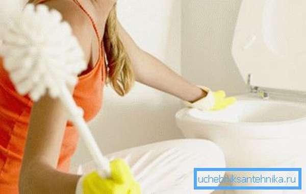 Сразу очищайте унитаз от остатков продуктов жизнедеятельности.