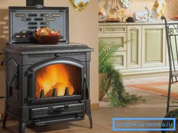 Стальная печка выглядит очень эстетично.