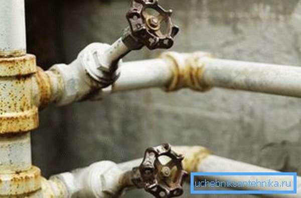 Стальной водопровод.