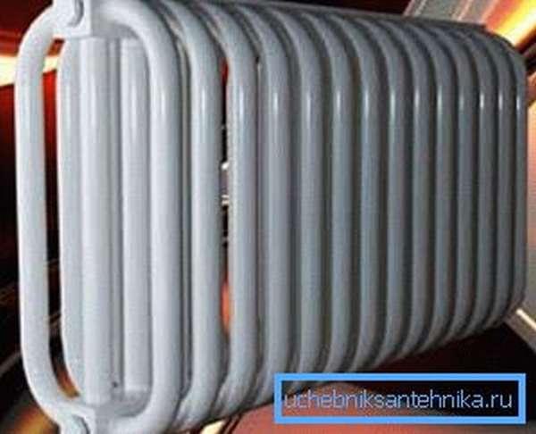 Стальной трубчатый радиатор отопления безопасен из-за отсутствия острых углов