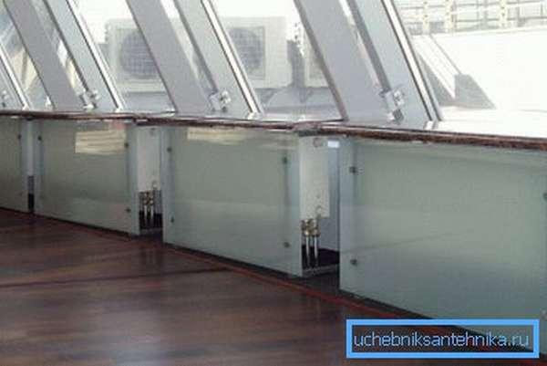 Стеклянные поверхности актуальны в офисных помещениях: кабинетах, конференц-залах