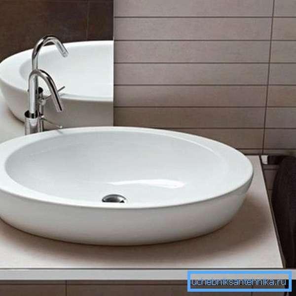 Столешница под накладную раковину в ванную с держателем для полотенца