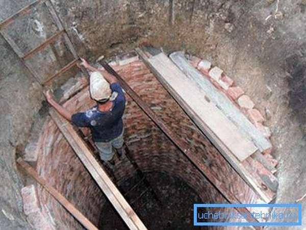 Строительство ямы из битого кирпича