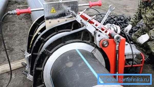 Стыковка полимерных труб в полевых условиях