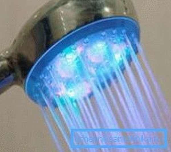 Светодиодные влагозащищенные светильники для душевых помещений способны придать окружающей обстановке фантастическую привлекательность