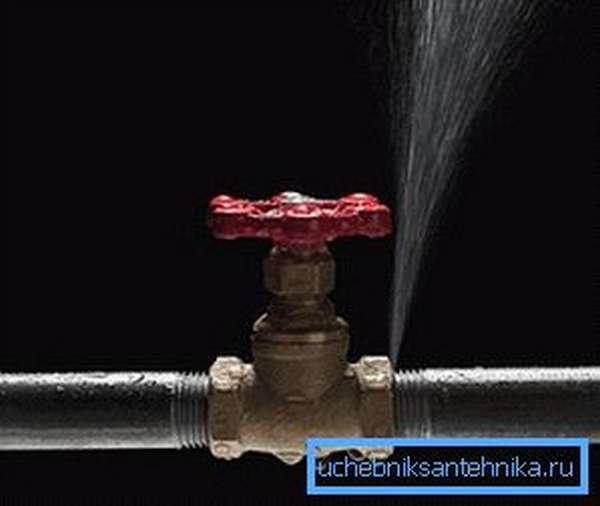 Свищ на трубе отопления в месте соединения