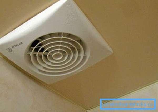 Так выглядит вентиляция в натяжном потолке.