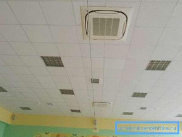 Так выглядит видимая часть системы подачи воздуха.