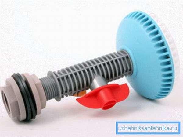Такую лейку можно присоединить к любой подающей трубе или накопительной емкости.