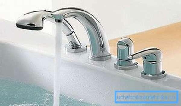 Температура и напор воды регулируется одной ручкой