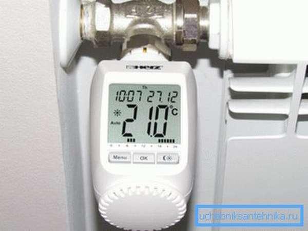 Термоголовка способна поддерживать заданную температуру воздуха в помещении.