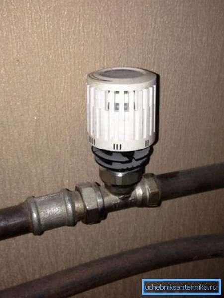 Термостат можно установить непосредственно на трубе, подающей теплоноситель
