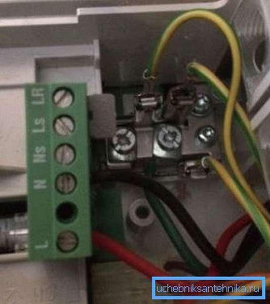 Типичное расположение проводов при подключении к сети электропитания