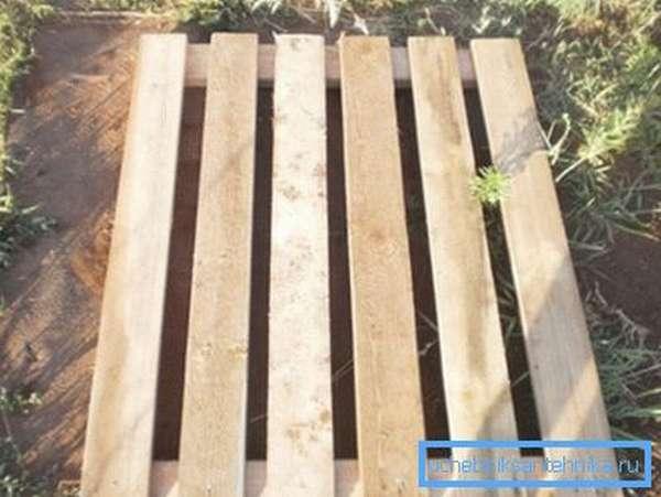Типовой деревянный поддон, который можно изготовить самостоятельно