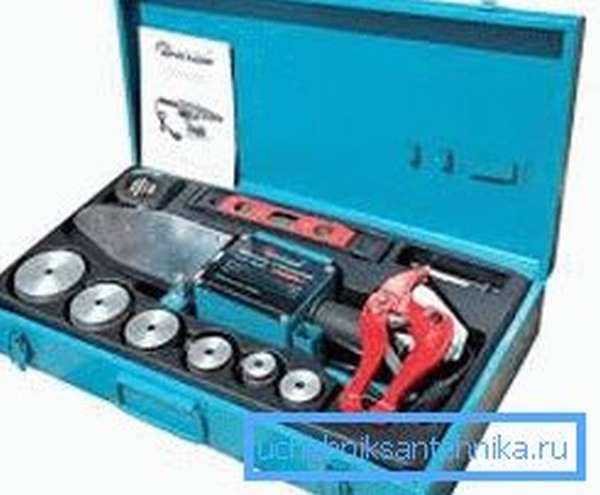 Типовой набор инструментов необходимых для проведения данной операции от известного производителя
