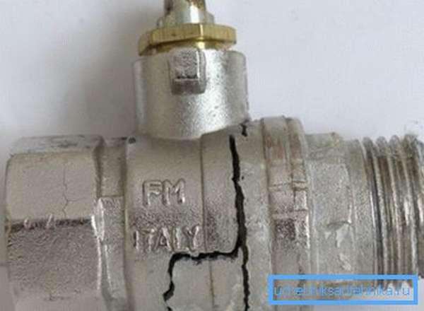 Тонкий силуминовый корпус не позволил вентилю дожить до опрессовки.