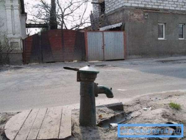 Традиционный уличный гидрант