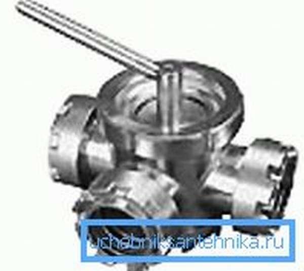 Трехходовой кран ДУ 50 с пробковым механизмом из нержавеющей стали используется для самых сложных эксплуатационных условий