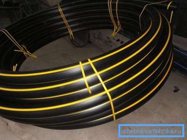 Труба, предназначенная для монтажа газопровода, помечается жёлтой полосой