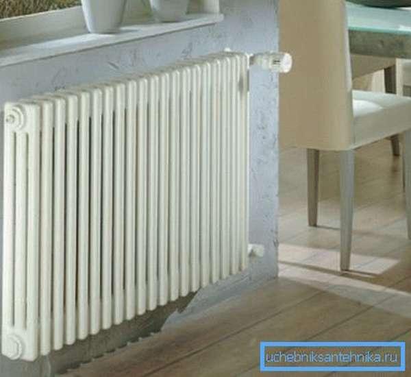 Трубчатый радиатор отопления в интерьере