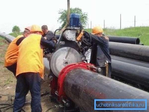 Трубы большого диаметра требуют наличия специального оборудования, которое рассчитано на такую работу