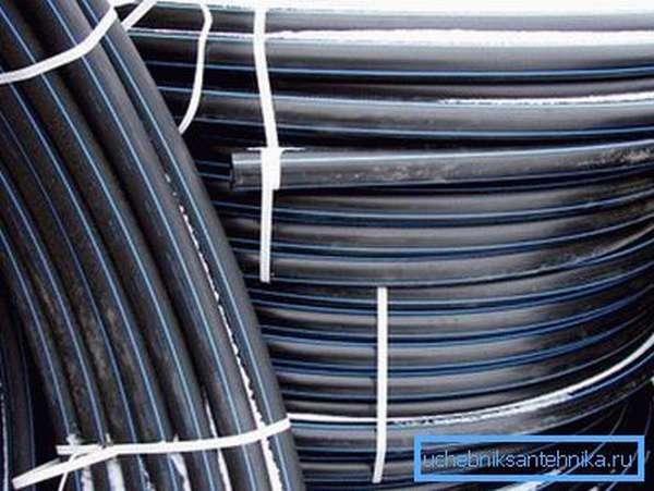Трубы диаметром до 160 мм продаются не только в прямых отрезках, но и бухтами.